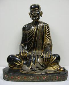 Immagine di Grande scultura di monaco seduto