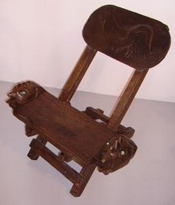 Immagine di sedia legno intagliato gallo