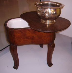 Picture of walnut and ceramic bidet, christofle potty
