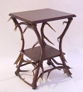 Immagine di tavolino quadrato corna cervo a 2 ripiani