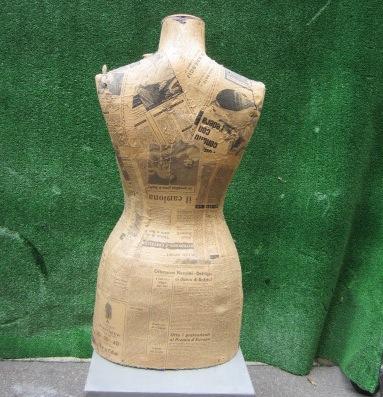 Immagine di busto sartoria donna cartapesta n° 12