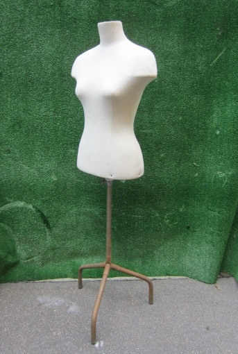 Picture of white tailor's dummy 40s