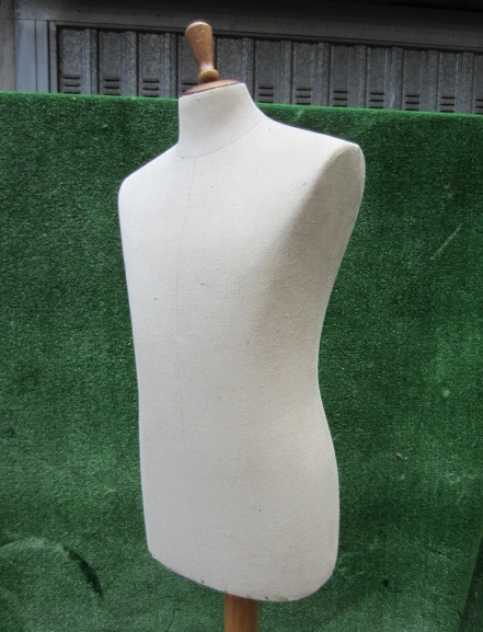 Picture of white tailor's dummy n°9