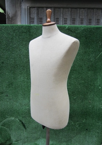 Picture of white tailor's dummy n° 4
