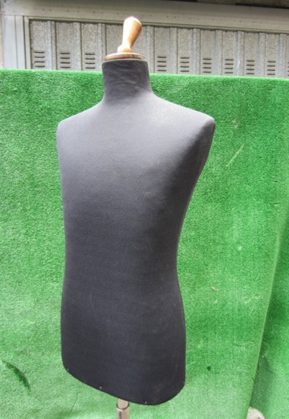 Picture of black tailor's dummy  n° 7