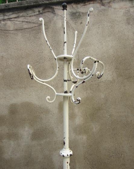 Immagine di appendiabiti da terra in ferro battuto bianco