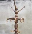 Immagine di appendiabiti da terra in legno di pero e faggio curvato