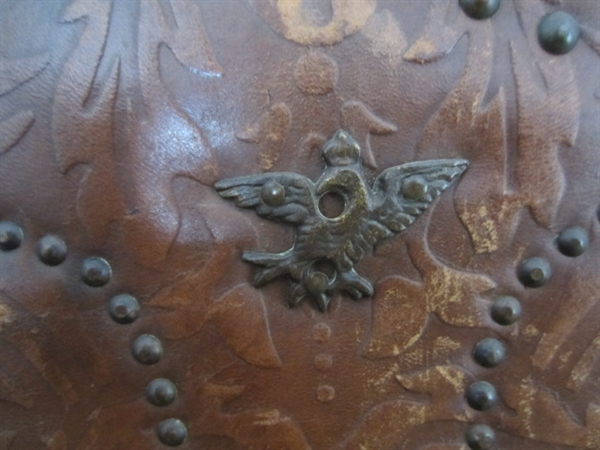 Picture of LEATHER SCREENING with upholsterer's nail