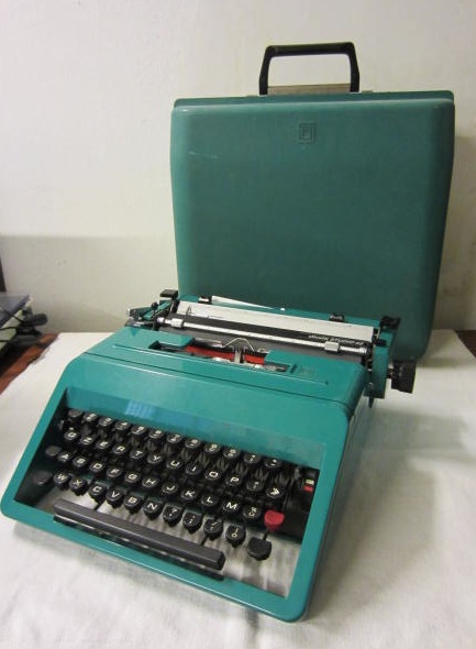 Picture of Olivetti Studio 45 typewriter