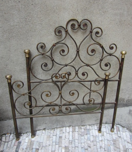Picture of Iron bed with brass Bedknobs end 1800
