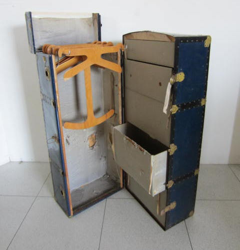 Picture of Vertical wardrobe trunk n° 230