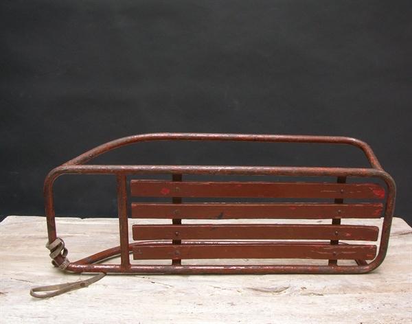 Immagine di slittino in metallo marrone n° 5