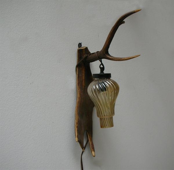 Picture of Fallow deer and deer antlers wall lamp n° 4