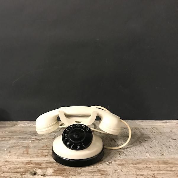 Immagine di telefoni bianchi Safnat anni 60