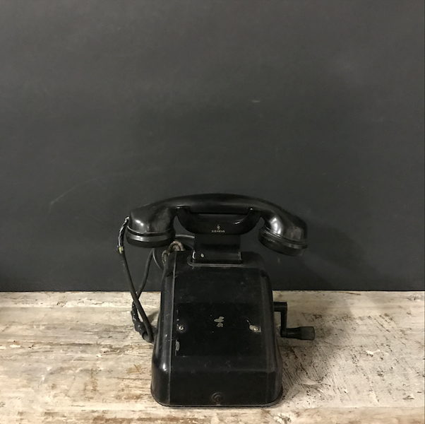Picture of Black bakelite Siemens telephone with crank