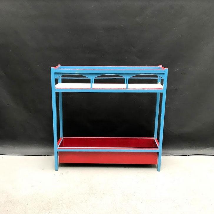 Immagine di Fioriera in legno rossa e azzurra