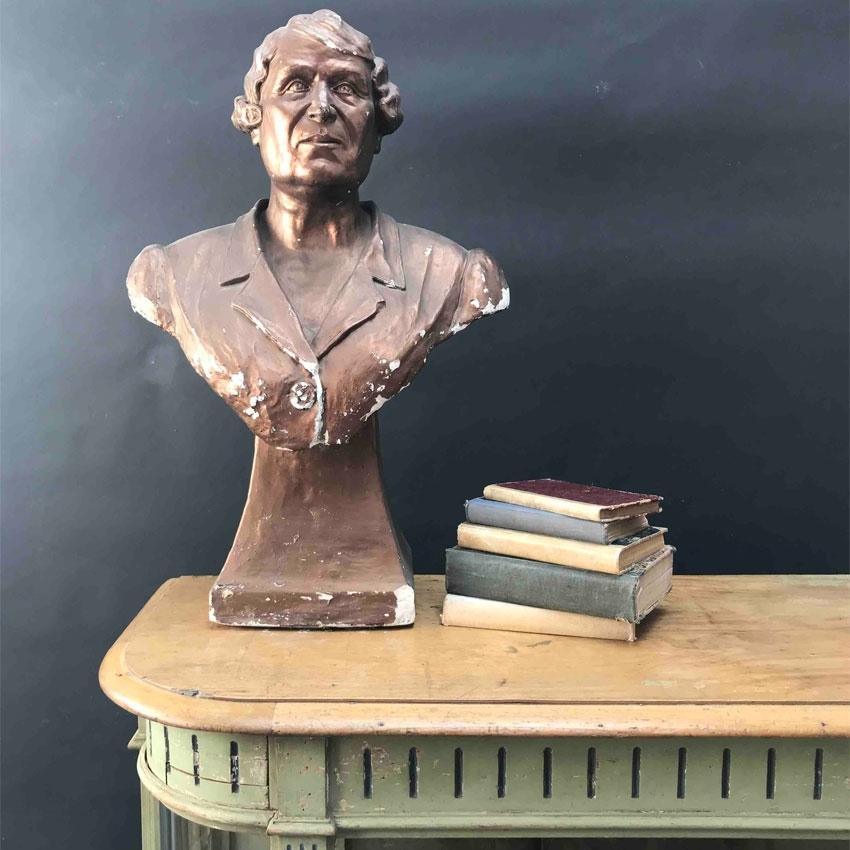Immagine di Busto di donna anziana in gesso dipinto color bronzo