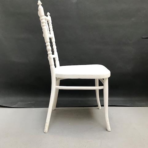 Immagine di Sedia bianca in stile Viennese