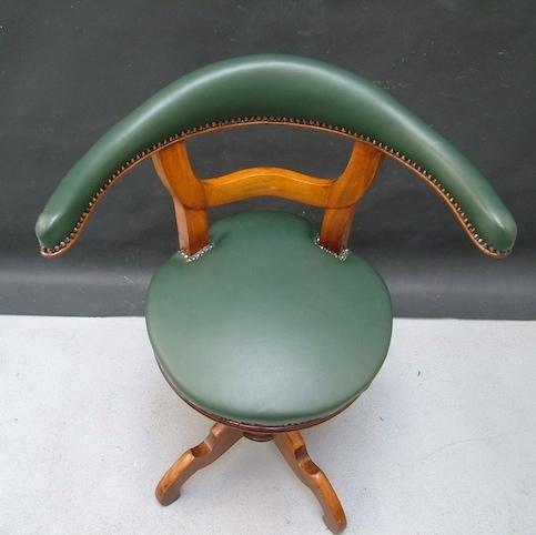Immagine di poltroncina da ufficio pelle verde