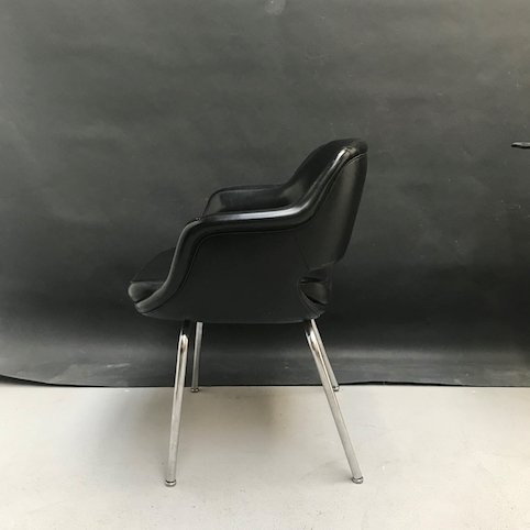 Picture of Office chair in black faux leather