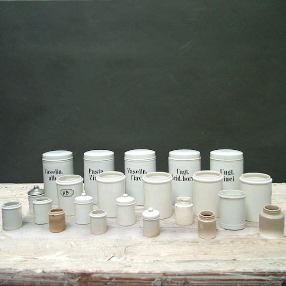 Immagine di barattoli da farmacia