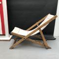 Immagine di Sdraio in legno e canapa bianca con riga rossa