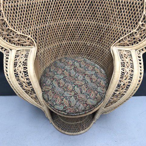 Immagine di Poltrona pavone in vimini e rafia con cuscino