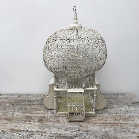 Immagine di Gabbia bianca in metallo orientale