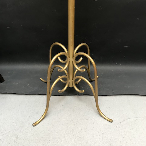 Immagine di Gabbia in metallo dipinto d'oro con supporto