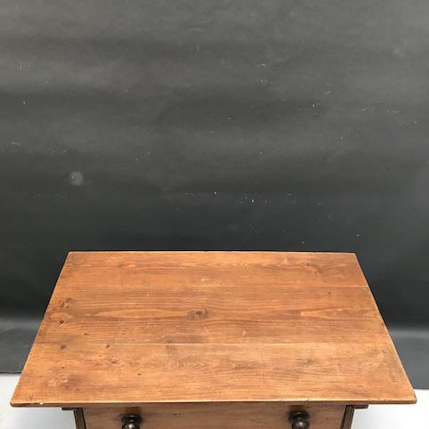 Immagine di Tavolo con grande cassetto