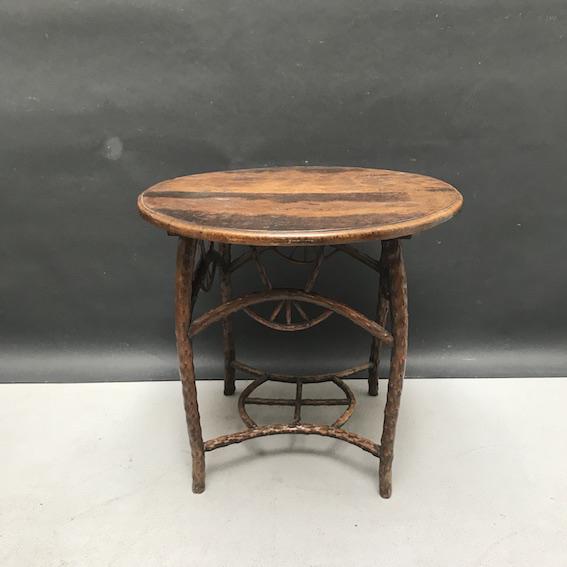 Immagine di Tavolino da salotto in legno di rosa