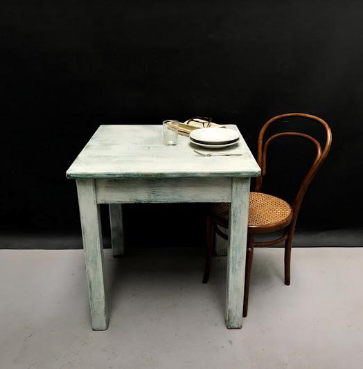 Immagine di Tavolo quadrato bianco