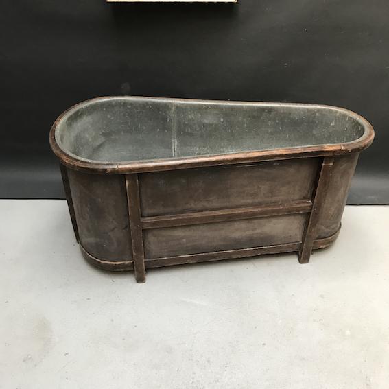 Immagine di Vasca da bagno in legno e zinco